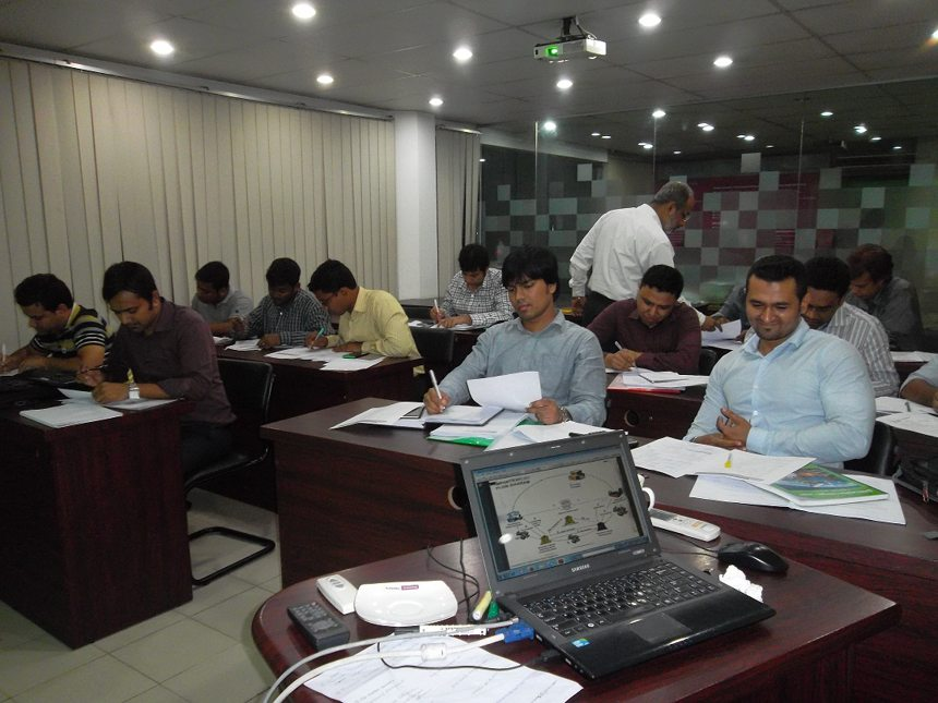 Students getting hands on training in one of Mr. Bhuiyan's classes at Bdjobs Training