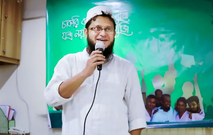 Mahmudul Hasan Sohag speaking at a OnnoRokom event